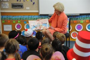 The Governor-General read's Narelle Oliver's 'Don't let a Spoonbill in the Kitchen' to the children.